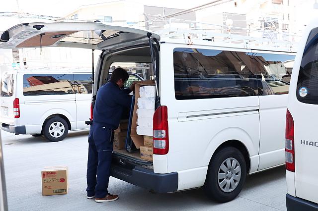 物流|自社でトラック及び商用車を数台保持し、神戸近郊の企業様へは一部配達も行っております。