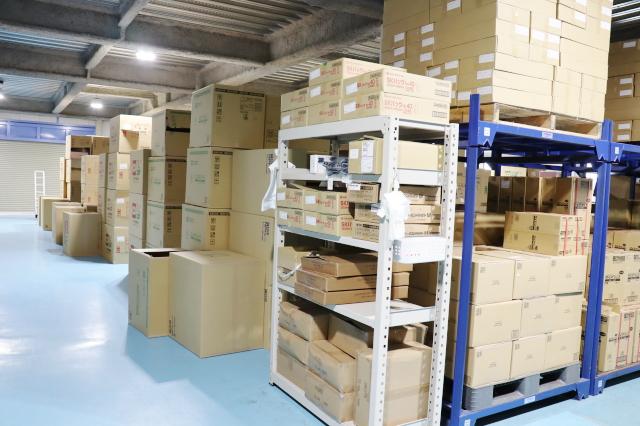 物流 関西・関東にもそれぞれ委託倉庫を保有し、商品も多く保管しております。